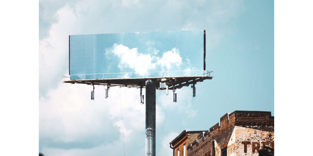 Vonkajšia reklama tvorí online aktivitu