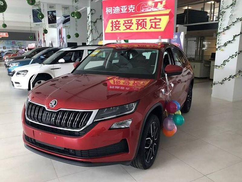 Čínske predajne áut už majú otvorené. Ľudia...
